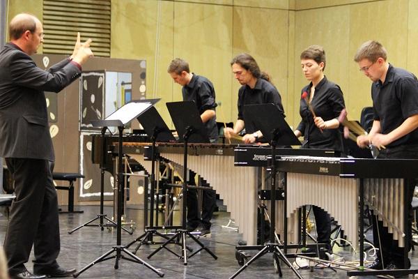 Percussion-Ensemble des Martin-Luther-Gymnasiums Rimbach/Odw. (Ltg. M. Junker)